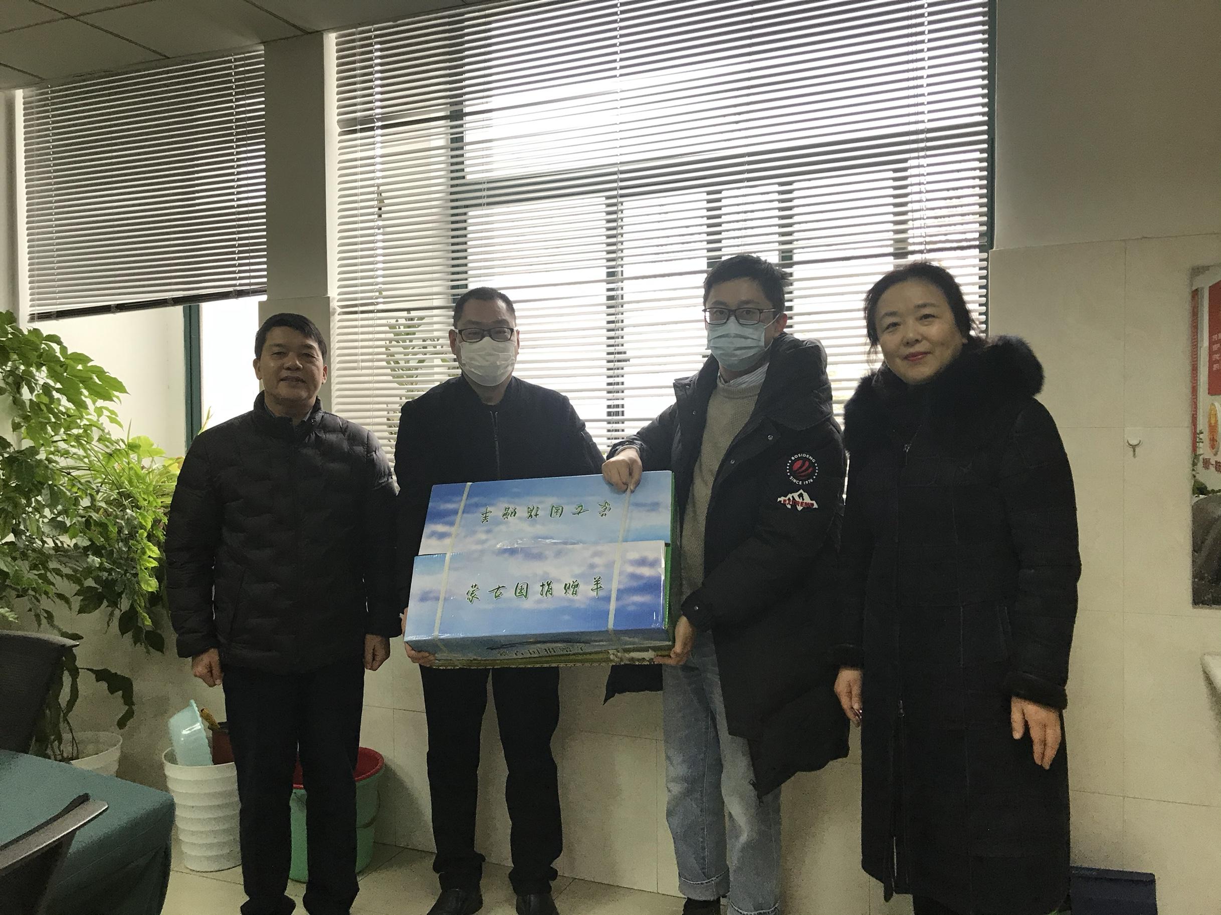 连云港援湖北医疗队员收到特殊礼物——蒙古国捐赠羊