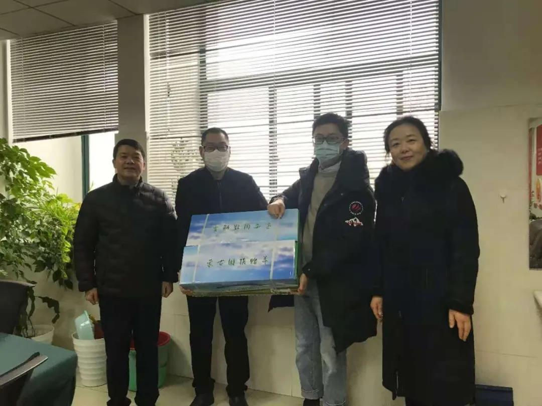 十二月的第一份感动 连云港市收到25箱蒙古国捐赠羊