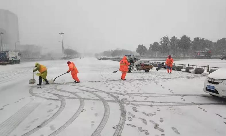 以雪为令 除雪保通 确保城市运行畅通百姓生活正常