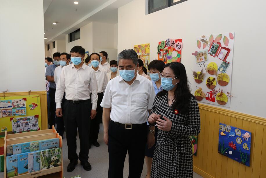 """""""六一""""國際兒童節,項雪龍走訪慰問并勉勵少年兒童"""