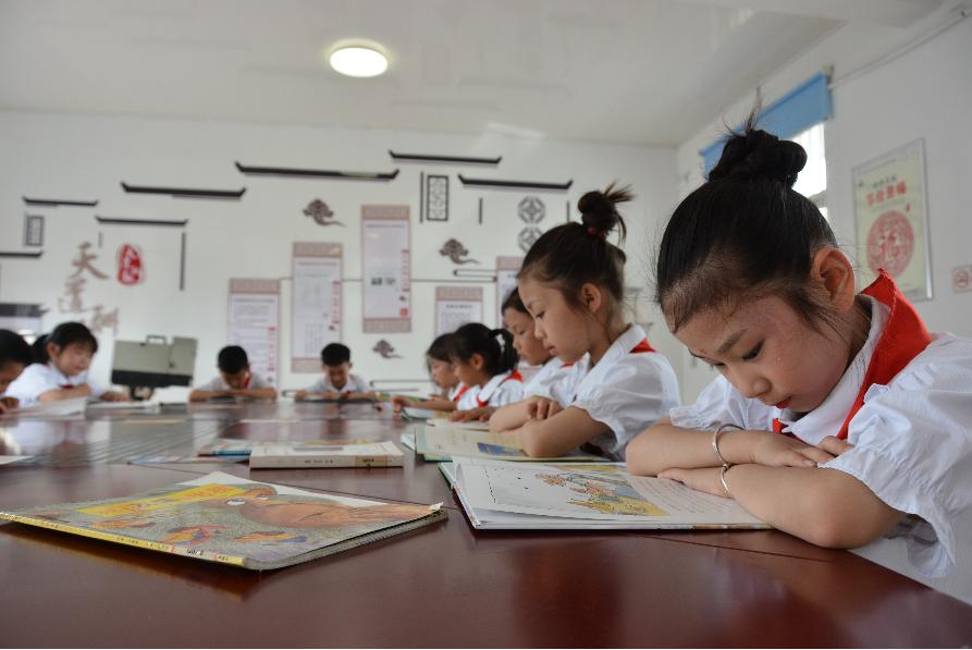 市少儿图书馆设立南城街道馆外服务点 为童年添书香