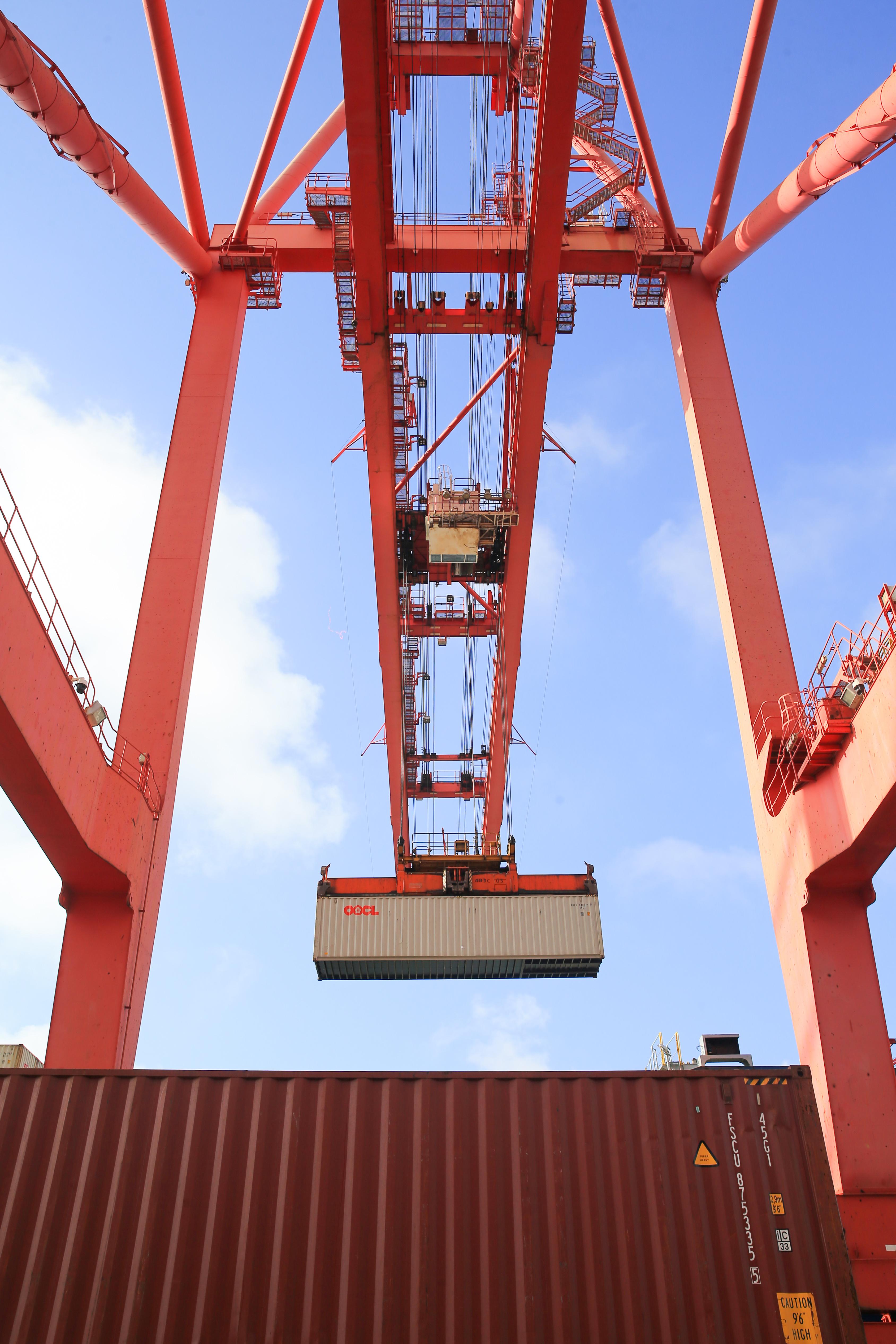 港口助力千臺國產工程機械出口南美