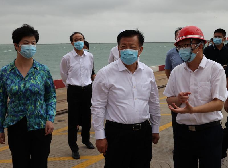方偉檢查涉外疫情防控和防臺風工作