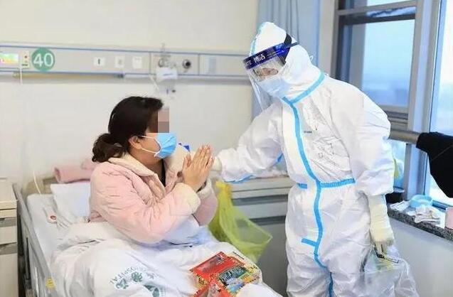 """一名山东医疗队队员的镜头记""""疫"""" 我们有个共同的名字""""老师儿"""