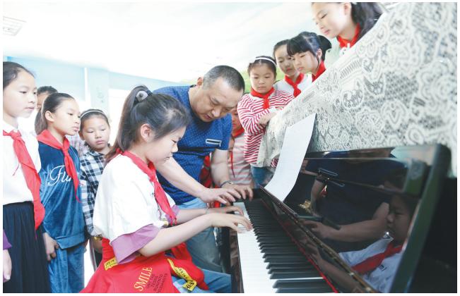 港区小学实施免费钢琴教育