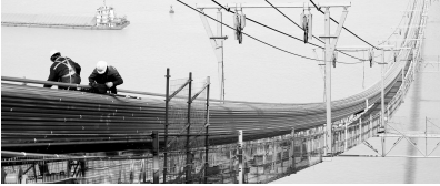 五峰山长江特大桥704根主缆索股全部架设完毕