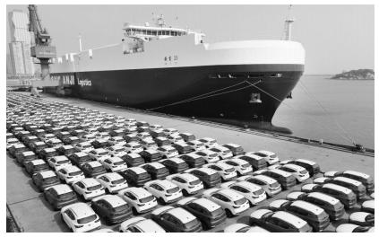 565台上汽名爵汽车在连云港港口69号泊位装船