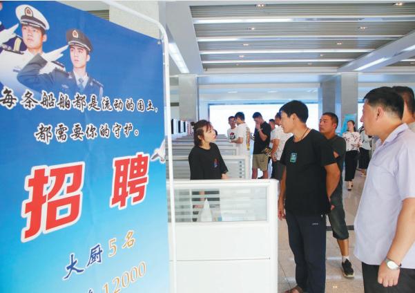 连云港赣榆区人社局、区退役军人事务局举办退役军人就业专场招聘会