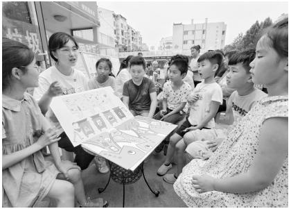 志愿者开展垃圾分类主题宣传暑期社会实践活动